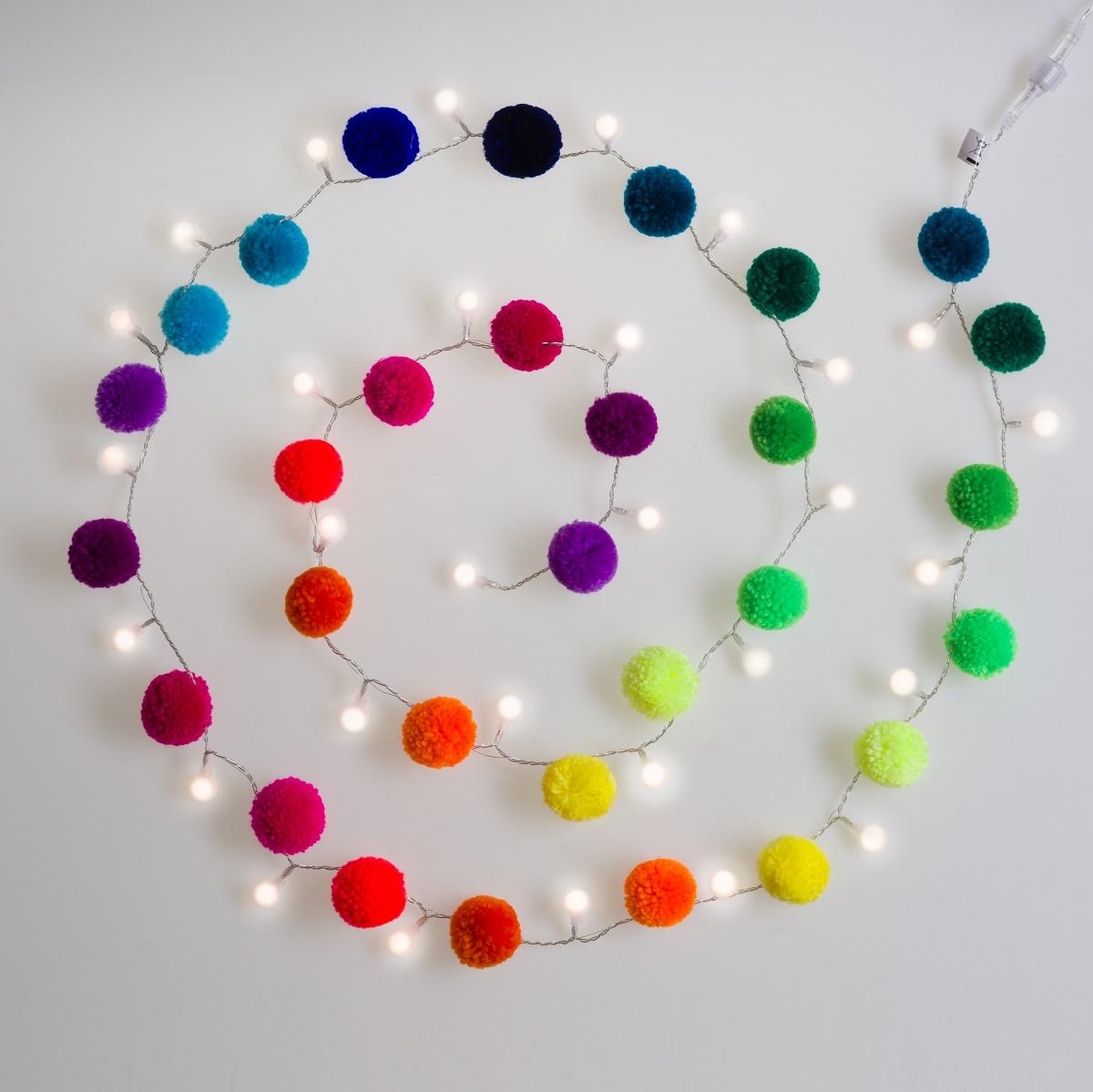 Pom-0919-lights-on-WE